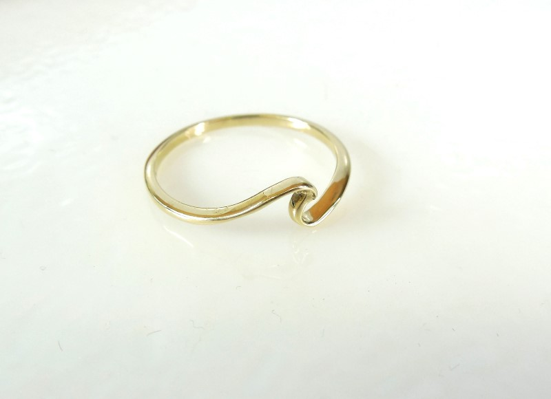 Lady's Gold Ring 10K Yellow Gold 1.4g Size:9