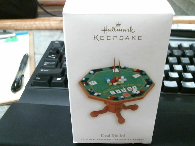 HALLMARK Collectible Plate/Figurine