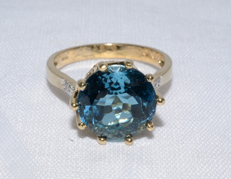 10K Yellow Gold Royal Blue Topaz & Diamond Crown Inspired Cocktail Ring Size 8