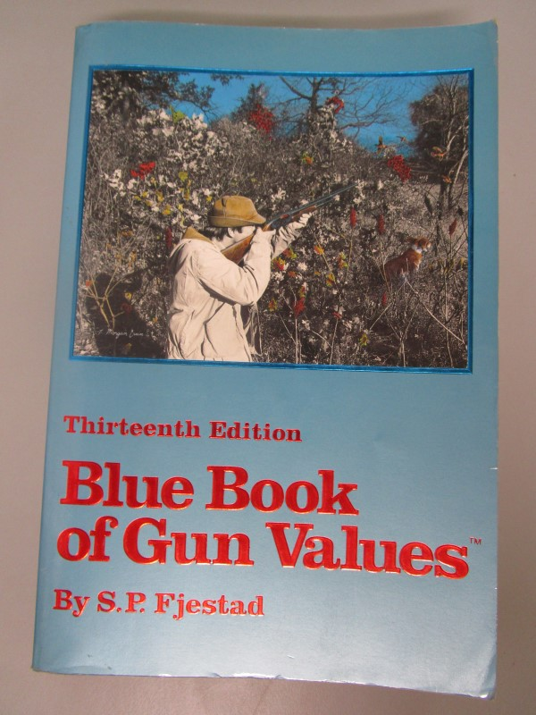 LOT BLUE BOOK OF GUN VALUES THIRTEENTH EDITION (1992) AND FOURTEENTH EDITION (19