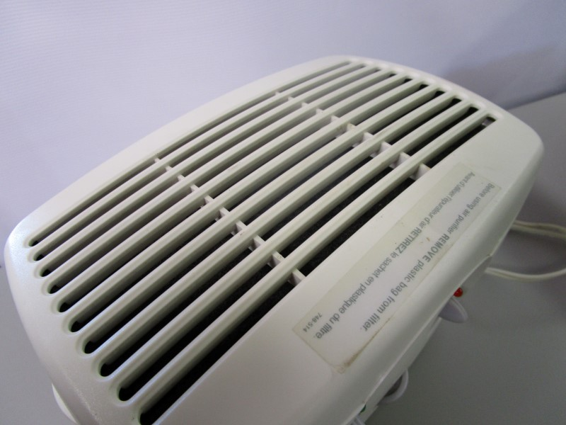 HOLMES AIR PURIFIER, 2 SPEEDS, USED, WORKS, FILTER LOOKS NEW