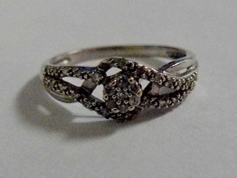 Lady's Diamond Pave Ribbons 10K White Gold 1.4dwt