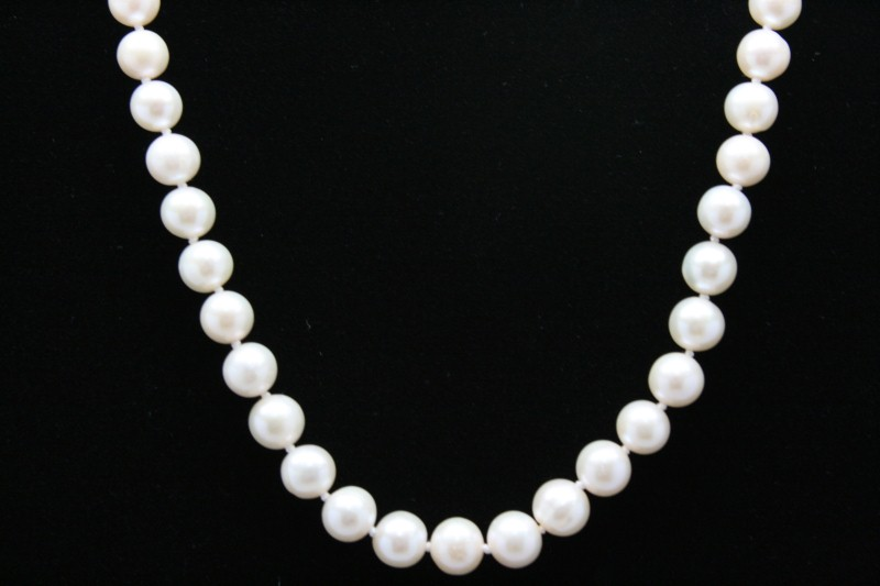 PEARL NECKLACE WITH SILVER CLAPS