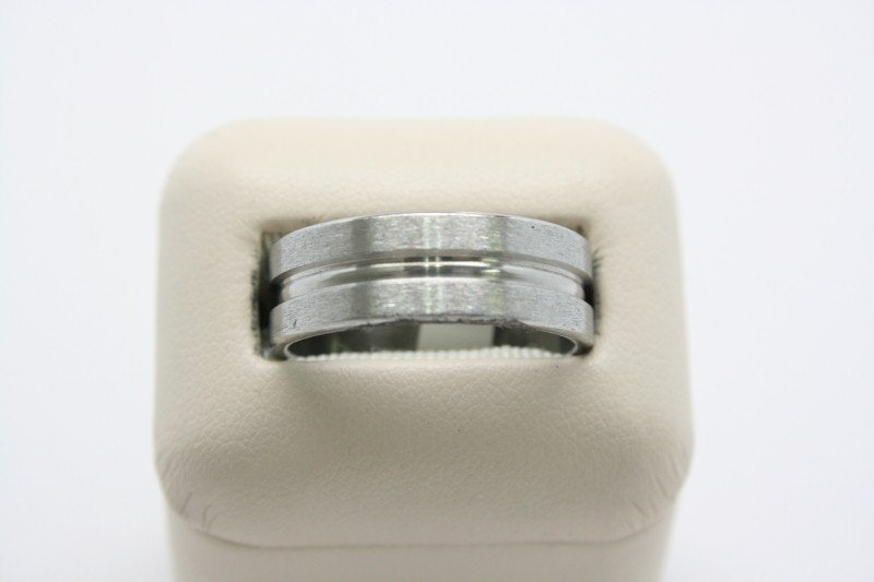 GENT'S STAINLESS STEEL RING 10