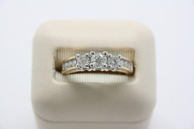 LADY'S FASHION DIAMOND RING 14K YELLOW GOLD 0.85CTW APPROX