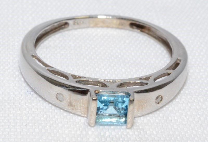 10K White Gold Blue Topaz & Diamond Bar Set Princess Ring Band SIZE 8
