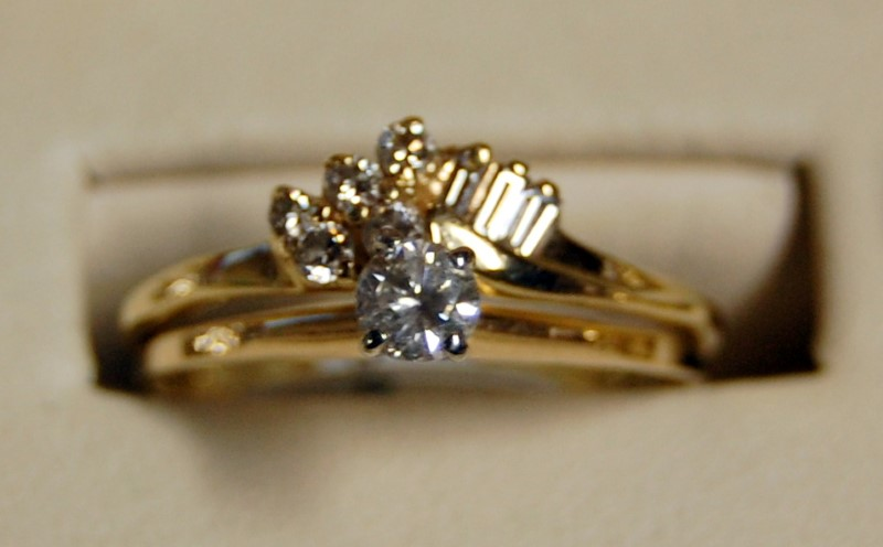 14K Yellow Gold Lady's Diamond Cluster Ring 2.9G 0.51CTW Size 8.5
