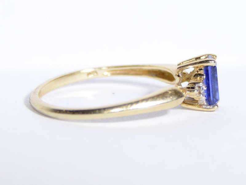 10K Yellow Gold Dainty Tapered Shank Emerald-Cut Tanzanite & Diamond Ring sz 6.7
