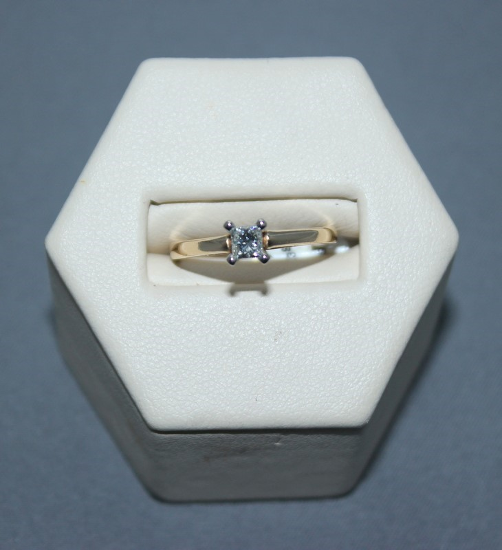Lady's Diamond Solitaire Ring .35 CT. 10K Yellow Gold 2.4g