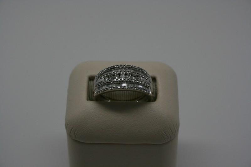 LADY'S DIAMOND CLUSTER RING 4.7G 1.24CTW