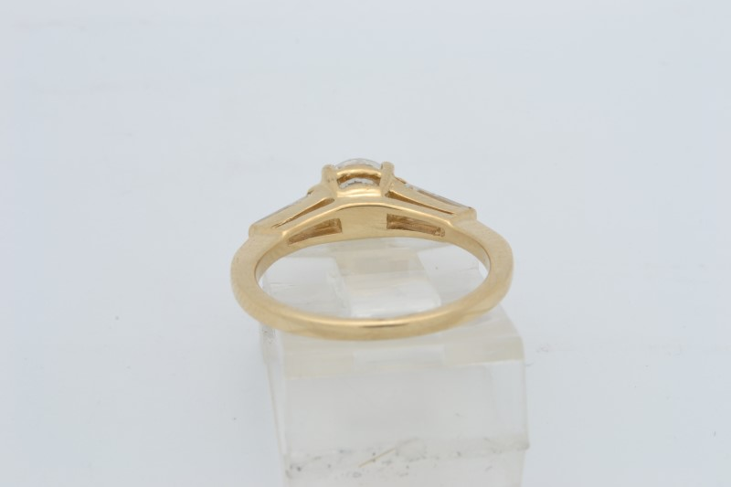 ESTATE WHITE STONE RING SOLID 14K YELLOW GOLD ROUND BAGUETTE SIZE 5.5