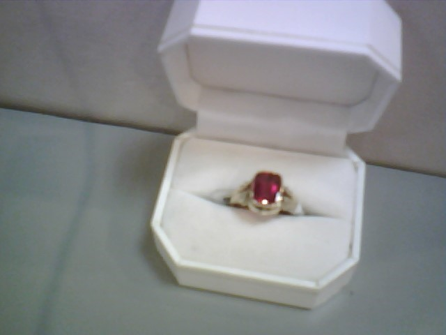 Synthetic Ruby Lady's Stone Ring 14K Yellow Gold 2.7dwt Size:6.5