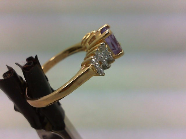Amethyst Lady's Stone & Diamond Ring 18 Diamonds .090 Carat T.W.