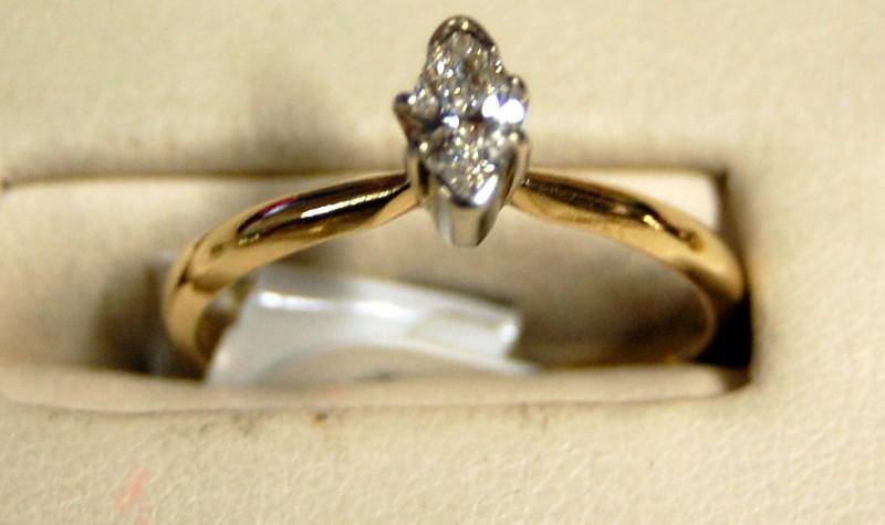 14K Yellow Gold Ladies Marquis Diamond Engagement Ring 2.0G 0.25CTW Size 7