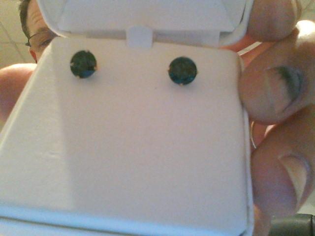 Green Stone Gold-Stone Earrings 14K Yellow Gold 2dwt