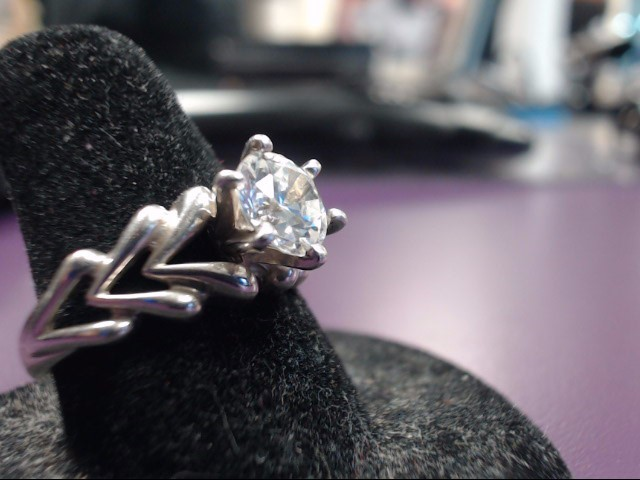 White Stone Lady's Silver & Stone Ring 925 Silver 3.9g