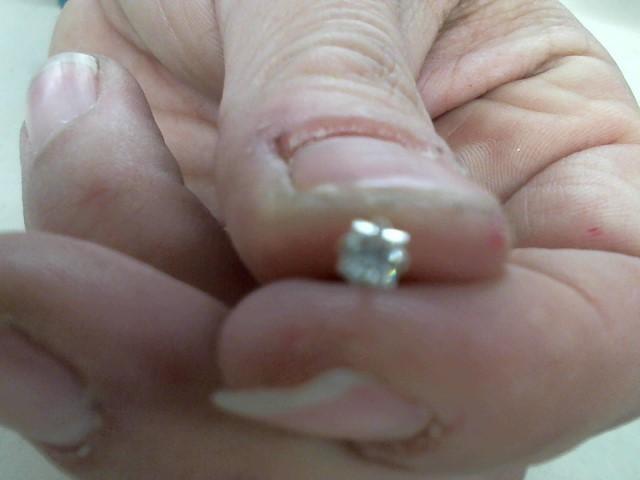 Gold-Diamond Earrings .13 CT. 14K White Gold 0.5g