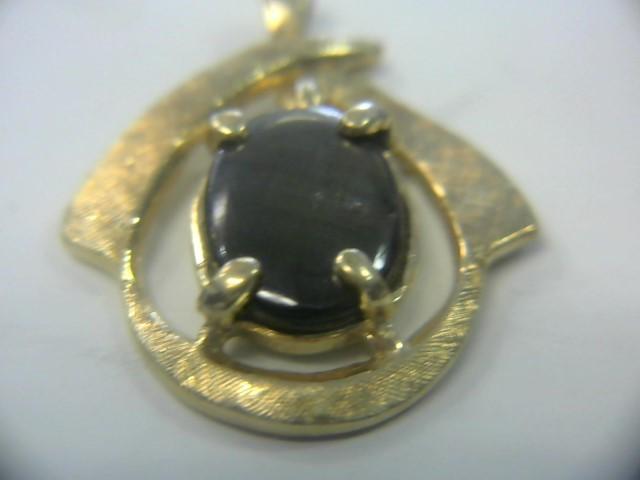 Synthetic Black Star Sapphire Gold-Stone Pendant 14K Yellow Gold 1.7dwt