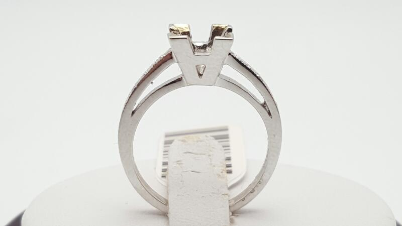 Lady's Diamond Engagement Ring 14 Diamonds .14 Carat T.W. 14K White Gold 3.8g