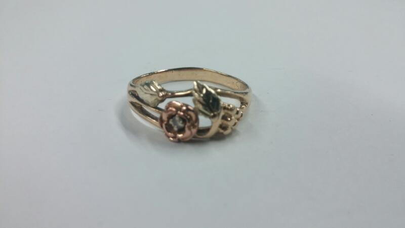 LDS 10KT Lady's Gold Ring BH GRAPES WITH ROSE 10K Yellow Gold 1.9dwt Size:9