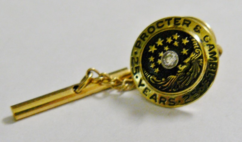 """TIE TACK, PROCTER AND GAMBLE 25 YEARS MARKED G.B.M & CO, 10K, CINTI.0"""", 5/8"""" DIA"""