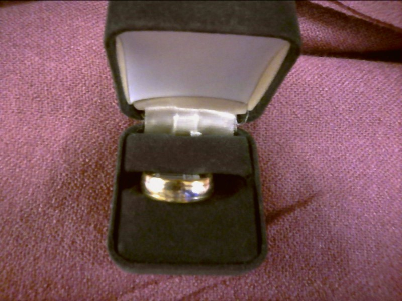14K GOLD BAND W/ WHITE GOLD CENTER SIZE 7