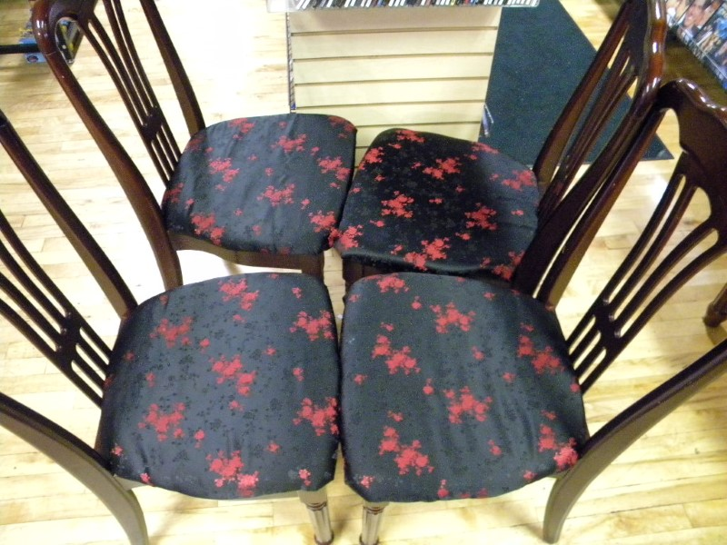 5 PIECE TABLE AND CHAIR SET .ALL FOUR CHAIRS ARE PADDED IN GOOD CONDITION