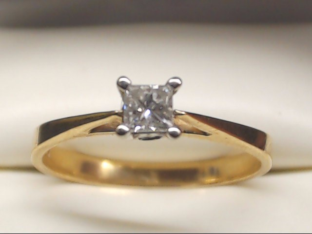Lady's Diamond Engagement Ring .20 CT. 10K Yellow Gold 1.7g Size:7.3
