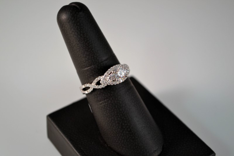 White Stone Lady's Silver & Stone Ring 925 Silver 3g Size:8