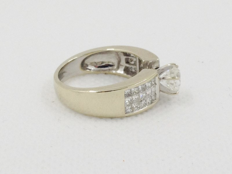 .83cts RB Si3 H with 30 Diamonds 2.03 Carat T.W. 14kt White Gold 6.74g Ring