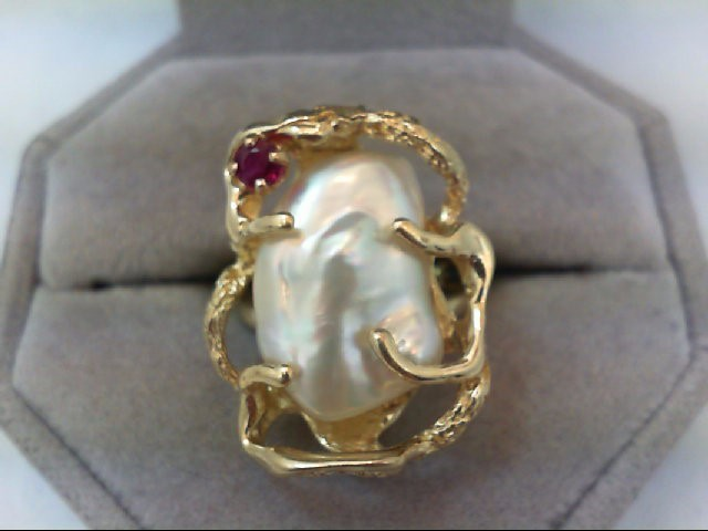 Ruby Lady's Stone Ring 14K Yellow Gold 9g