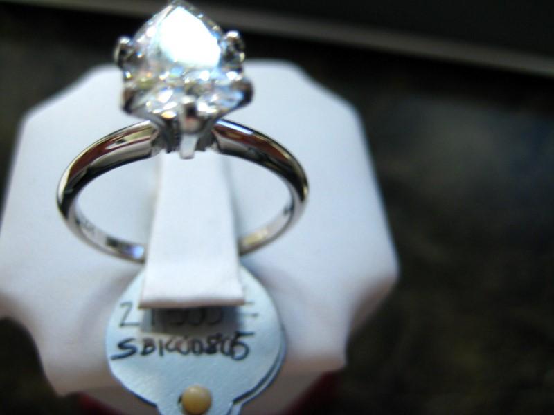 Lady's Gold Ring 14K White Gold 3g