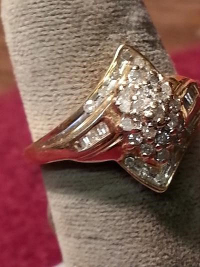 Lady's Diamond Cluster Ring 31 Diamonds .31 Carat T.W. 14K Yellow Gold 1.9dwt