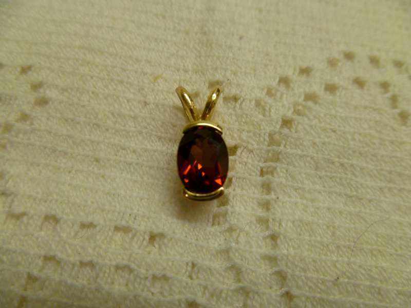 Synthetic Almandite Garnet Gold-Stone Pendant 14K Yellow Gold 1.5g