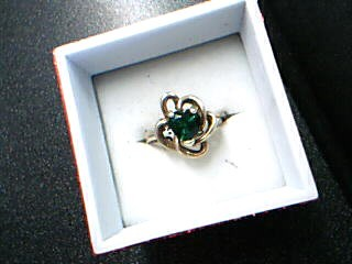 Green Stone Lady's Stone Ring 10K Yellow Gold 2.4g