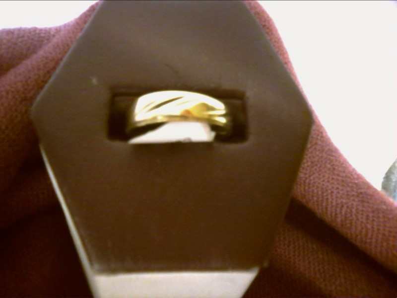 GOLD BAND WITH THREE FILED GROOVES IN THREE GROVES CARVED INTO THE RING SIZE 7.5