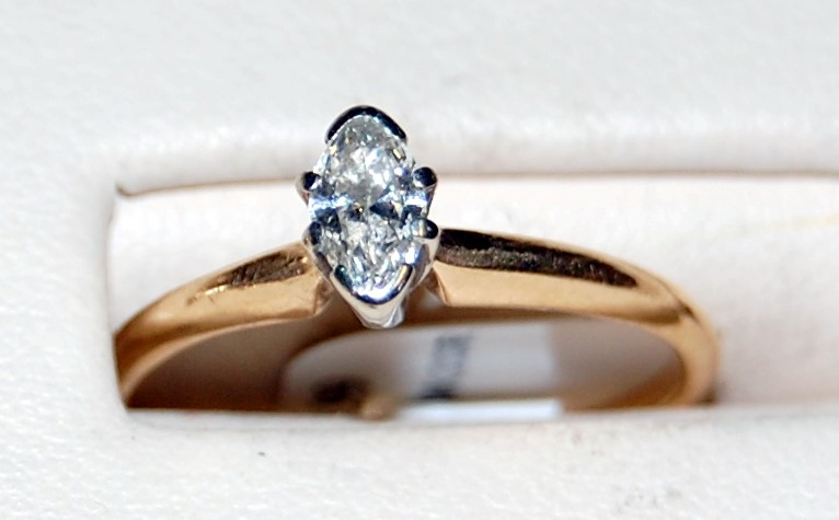 10K Yellow Gold Lady's Marquis Diamond Engagement Ring 2.0G 0.25CTW Size 7