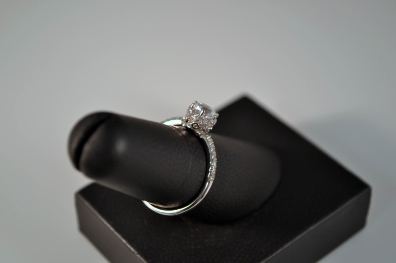 White Stone Lady's Silver & Stone Ring 925 Silver 2.3g Size:8