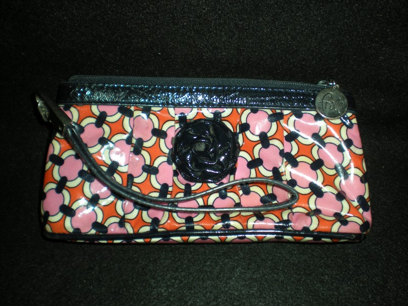 VERA BRADLEY WRISTLET PATENT LEATHER ROSE