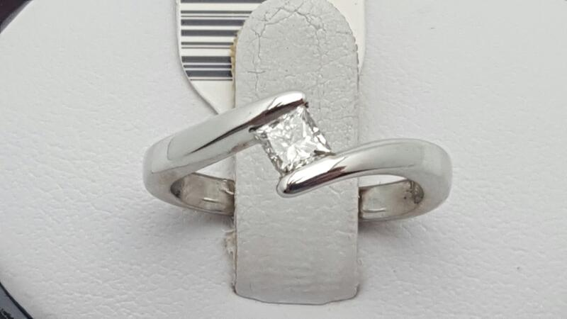 Lady's Diamond Solitaire Ring .30 CT. 14K White Gold 3.2g Size:5.5