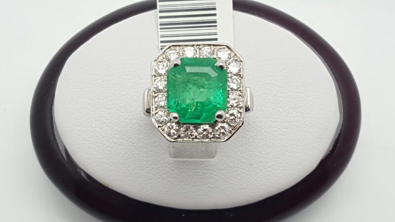 Lady's Emerald & Diamond Ring 16 Diamonds .80 Carat T.W. 14K White Gold