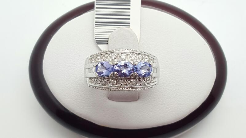 Lady's Tanzanite & Diamond Ring 26 Diamonds .206 Carat T.W.