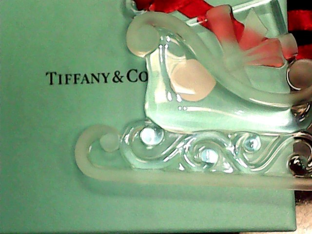 Glass/Pottery COLLECTIBLE FIGURINE