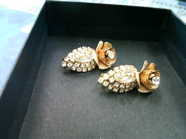 Beautiful Stainless Steal Antique Flower Clip on Earrings Glass Stones 9.71G