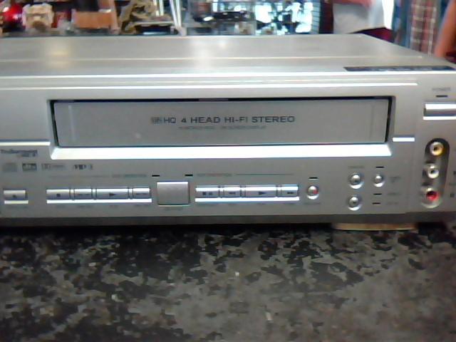 EMERSON DVD Player EWD2202