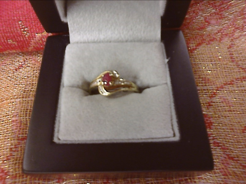 10K YELLOW GOLD RING - .20 OVAL RUBY MISSING ONE TINY DIAMOND -AS IS- SIZE: 7
