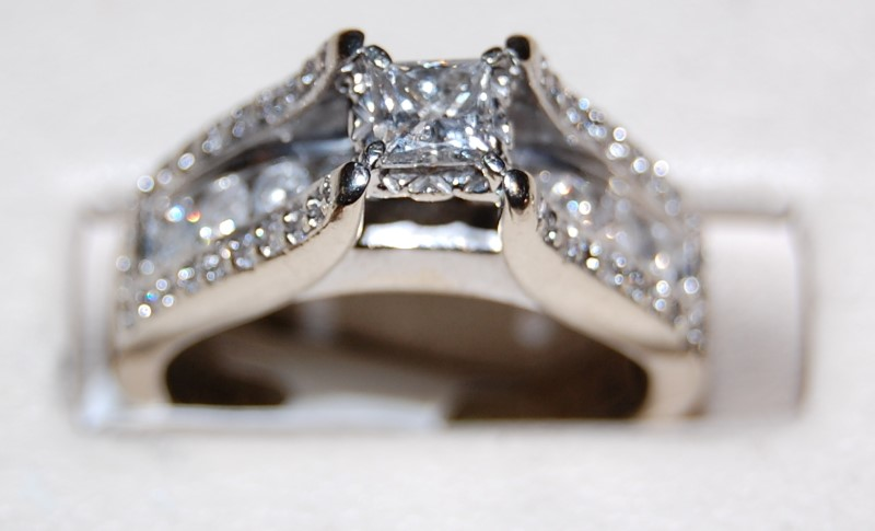 Lady's Diamond Fashion Ring 46 Diamonds .94 Carat T.W. 14K White Gold 6.7g