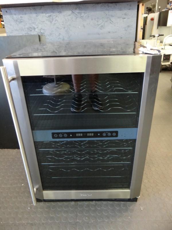 MAGIC CHEF Refrigerator/Freezer MCWC44DZ