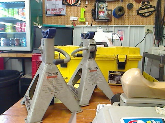 AC DELCO Shop Equipment JACK AND JACK STAND