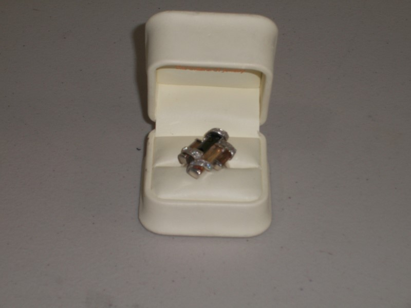 Lady's Silver Ring with stones .925
